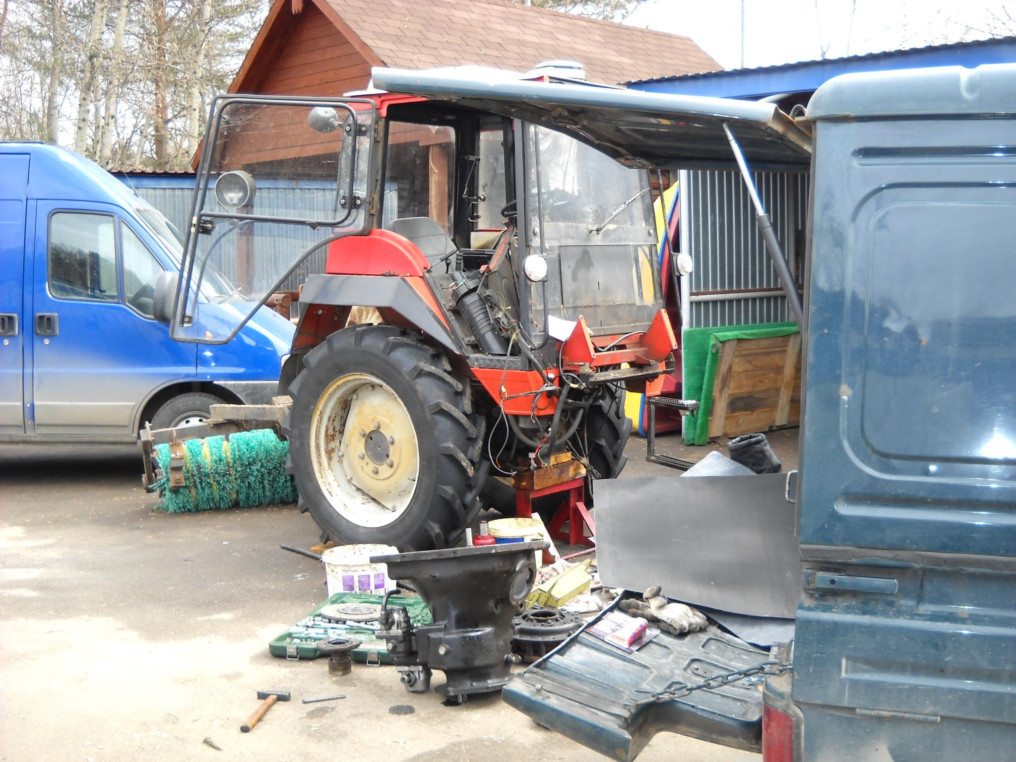 Ремонт и замена сцепления тракторов на выезде.
